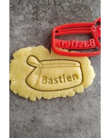 Biscuit sablé en forme de trousse d'écolier personnalisé avec un prénom