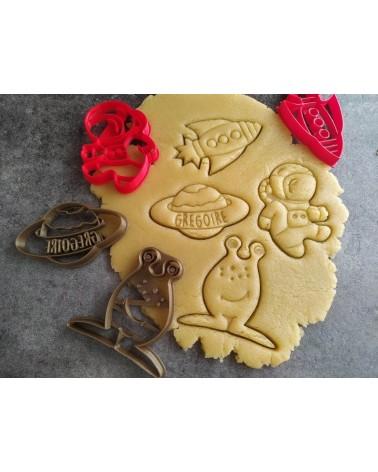 Plusieurs biscuits sablés sur le thème de l'espace