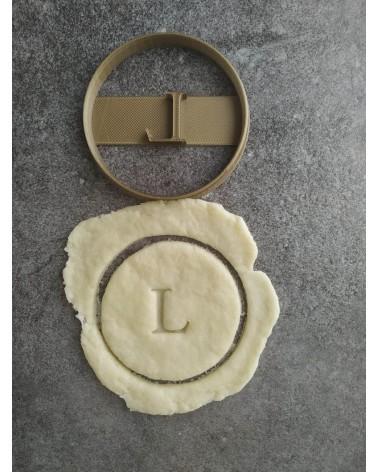 Biscuit sablé rond avec une lettre personnalisée