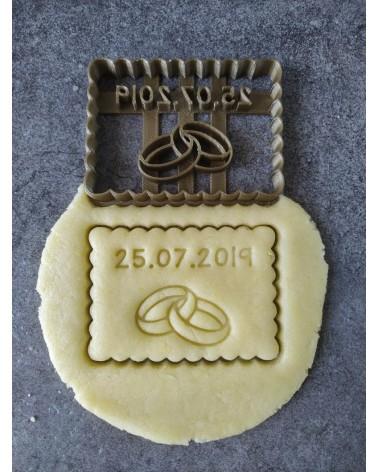 Biscuit sablé petit beurre avec des anneaux de fiançailles personnalisé avec une date