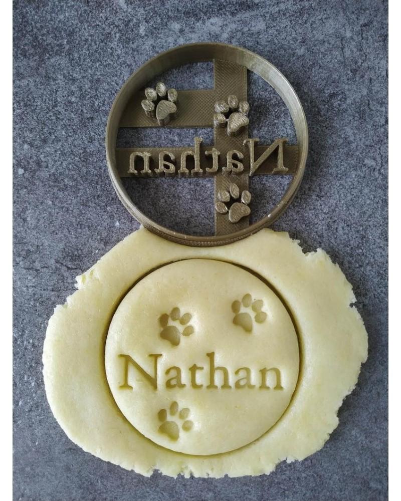 Biscuit sablé rond avec pattes d'animaux personnalisé avec un prénom