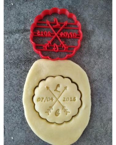 Biscuit sablé cannelé avec des flèches bohème personnalisé avec des initiales et une date