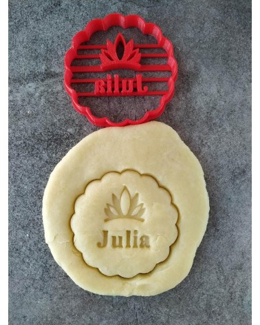 Biscuit sablé cannelé avec un diadème de princesse personnalisé avec un prénom
