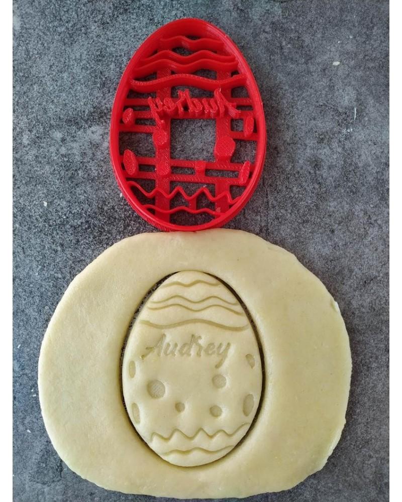 Biscuit sablé en forme d'oeuf de pâques personnalisé avec un prénom